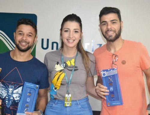 Dupla formada pelos alunos Vinicius e Lucas vence o Torneio de Truco do Unihorizontes